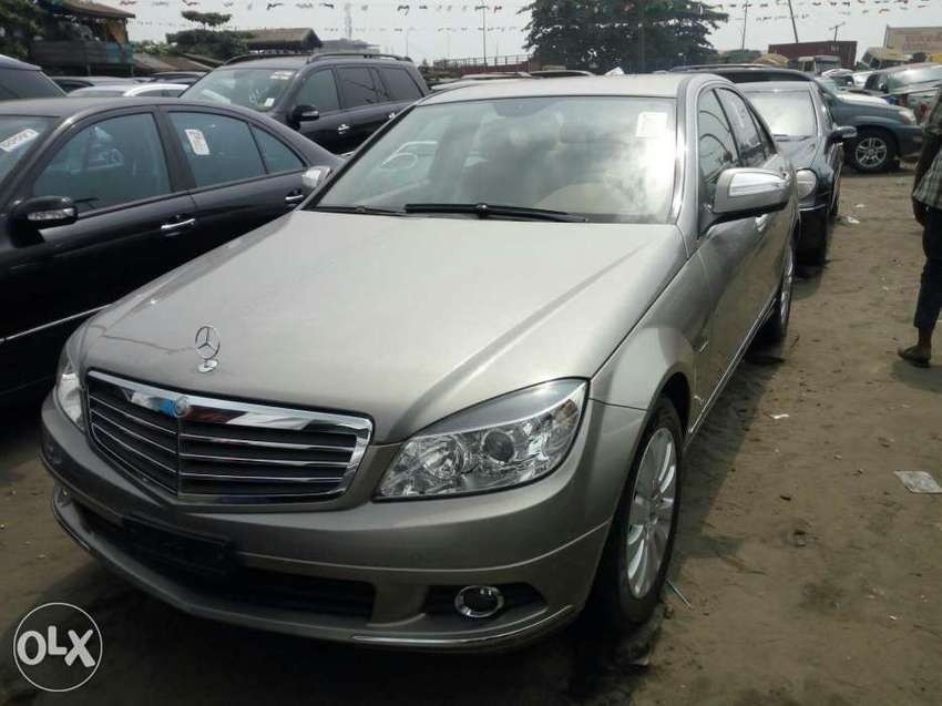 Foreign used 2008 Mercedes-Benz C300. Gold. Direct tokunbo 0
