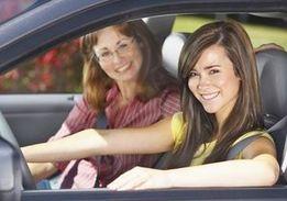 Обучение уроки вождения с практикующим инструктором женщиной