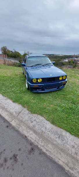 Selling my bmw e30 boxie with 325i e36 motor