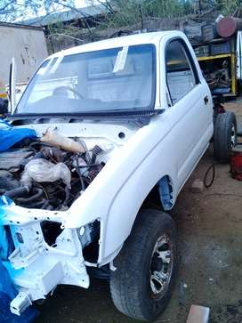 2005 toyota hilux - looking for parts