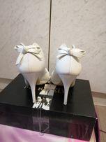 Свадебные кожаные белые туфли