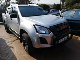 2017 Isuzu KB 2.5 D cab with 146000km in an excellent condition,