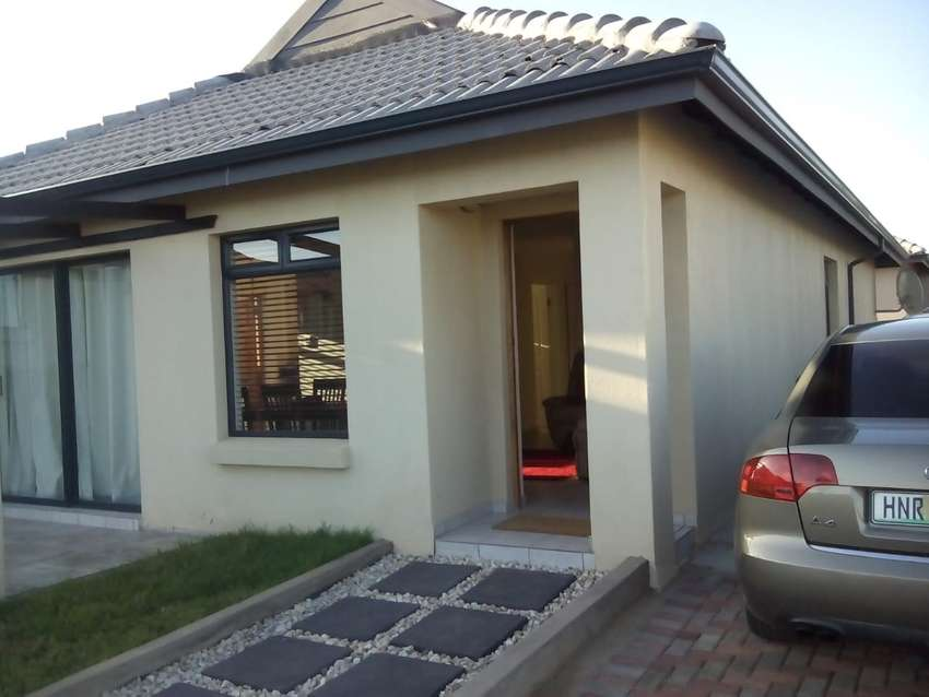 3 Bedroom house to rent in Umlele Kidds beach 0