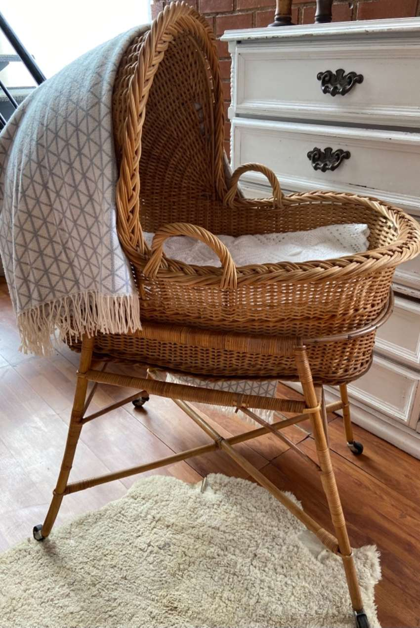 Baby crib rattan antique