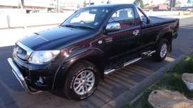 Toyota hilux 2.7VVTI bakkie. Very clean ready to drive.