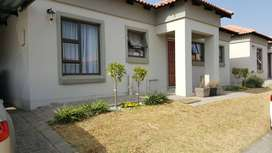Modern 3 bedroom townhouse in Security complex available 01 October