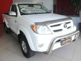 2005 TOYOTA HILUX 2.7 VVTI WITH 217000KMS NOW SELLING FOR R169995