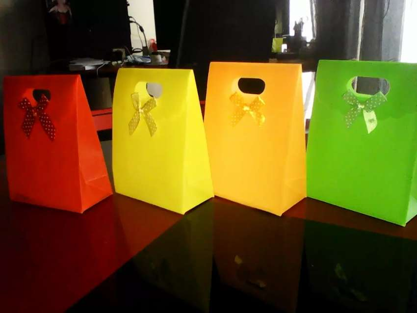 Brand new various colours gift bags 0