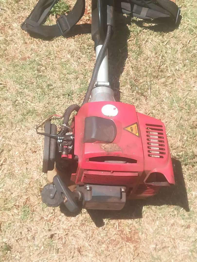 Selling a Brush cutter 0