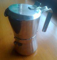 Кофеварка гейзерная Италия.