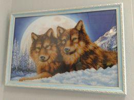 Продам картину вышитую бисером частично. Пара волков.