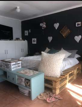 Bachelor flat to rent by owner immediately