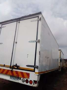 04 tonnes closed truck for furniture removals