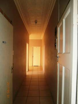 Large room to rent near Lake Side Mall,Benoni.
