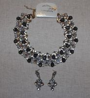 Комплект Новый Нарядный Красивый: Ожерелье И Серьги Бело-Серого Цвета