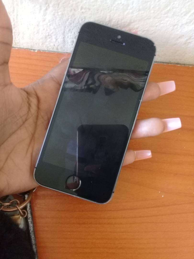 Iphone 5s used.. good condition 0