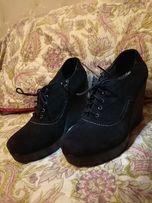Продам женские туфли на танкетке