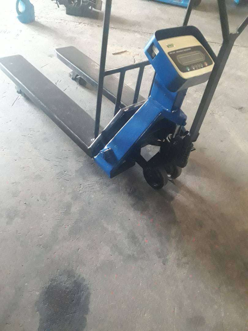 Pallet Jacks with scales 0