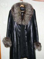 Пальто кожаное с воротником из чернобурки