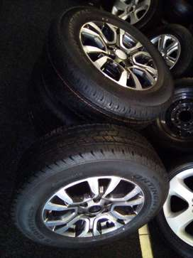 """18"""" Ford ranger Wildtrack mags with brand new 265/65/18 R12000 for a s"""