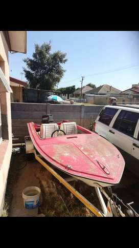 Selling my boat driving condition, R7500 none negotiable, kraaifontein