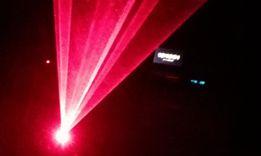 Laser dyskotekowy czxerwony Laserworld na imprezę efekt świetlny