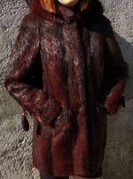 Женская шуба из нутрии с капюшоном бордовая р.48-50