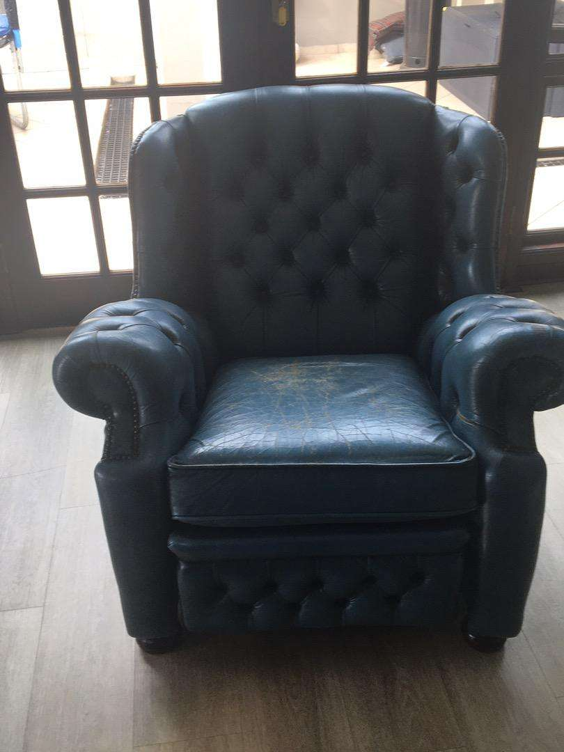 Old winchester single seat recliner 0