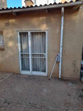 Cottage with small kitchen+shower&toilet is avail for R2500 for rental