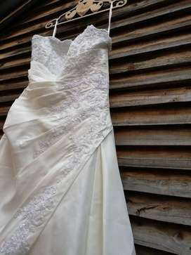 Wedding dress (price neg)