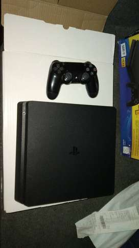 Ps4 console 500gb with box and proof of purchase and warranty 500gb