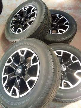 New Toyota Hilux/Fortuner 18'' mags ans tyres