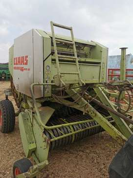 Claas Rollant 46 rotocut Twine and Net baler.