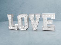 Nowy, podświetlany napis love o wysokości 120cm.