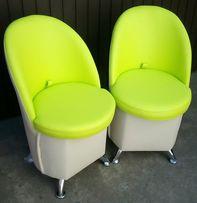 Pufa - Fotel z oparciem na chromowanych nogach