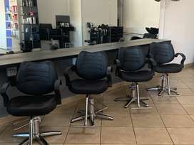 Fully equipped salon available in busy Lifestyle Centre