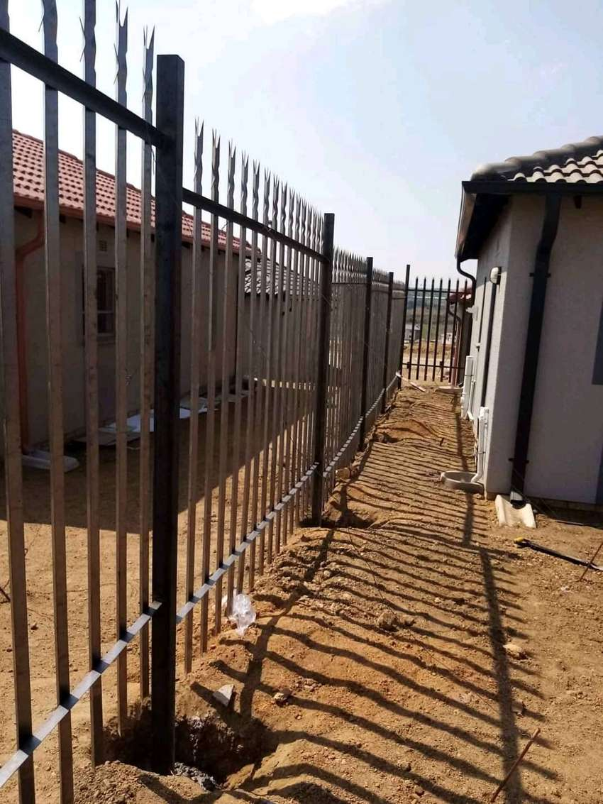 Palisade fence supply and installation