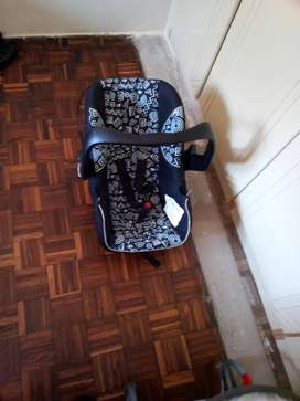 BABY CAR SEAT AND ROCKER
