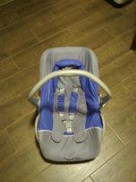 Fotelik samochodowy dla dziecka.