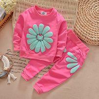 Продается костюм (свитер + штаны) на девочку размеры от 0 до 3 лет