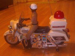 Motor z policjantem - sygnalizacja świetlna i dzwiękowa