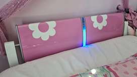 Mokkie flower girls head board & light