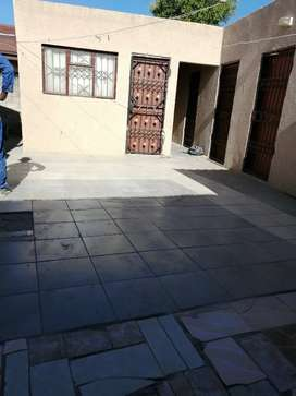 Room with a single bed available for rental in Seshego