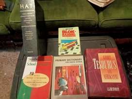Lot of difrent kind of books b