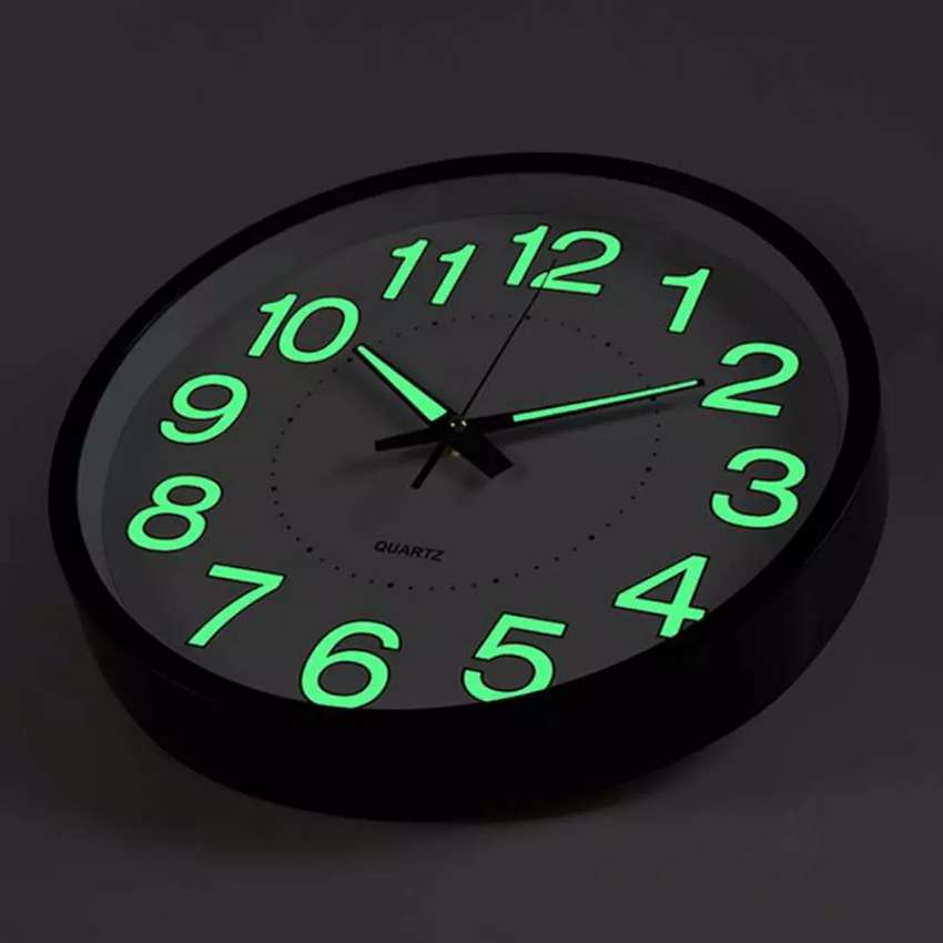 GLOW IN THE DARK WALL CLOCK 0
