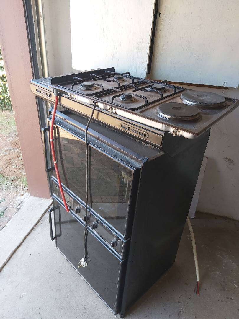 Defy stove,  double oven and extractor 0