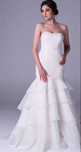 Elegant Wedding Gown (Viola Chan) for Sale