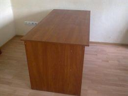 Продается офисная мебель три стола без тумб