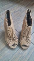Ботинки, туфлі, сапожки