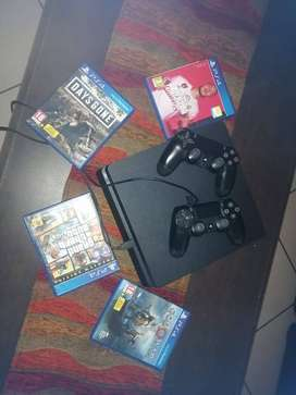 PS4 WITH 2 CONTROLLERS AND 4 GAMES